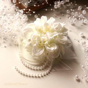 入学式・卒業式・結婚式にピッタリ♪ホワイトのダリアのコサージュ lpm0113