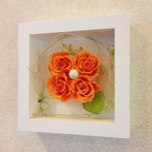 プリザーブドフラワーの壁掛けフレームオレンジは置物としても使えます。贈り物/プレゼント/送料無料 lpm0021