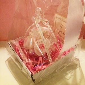 ハートを持ったプリザーブドフラワーのガラスドームエンジェルローズ結婚祝い/贈り物/プレゼント送料無料 lpm0031
